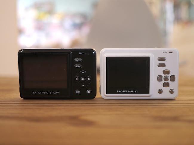 液晶モニターの大きさが違います。