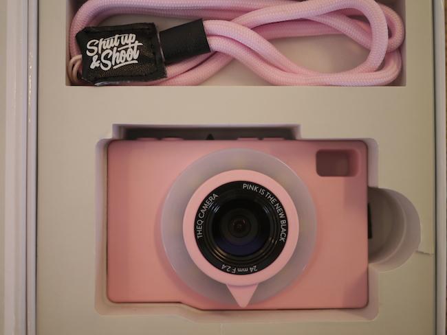 Qカメラとストラップ