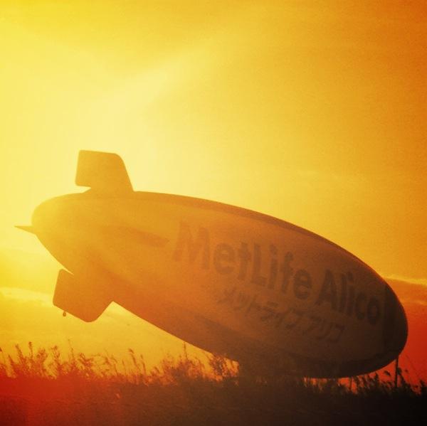 夕暮れ飛行船