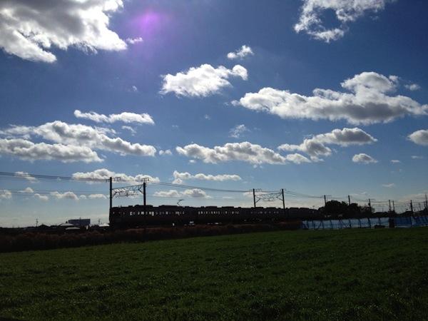 電車と青空
