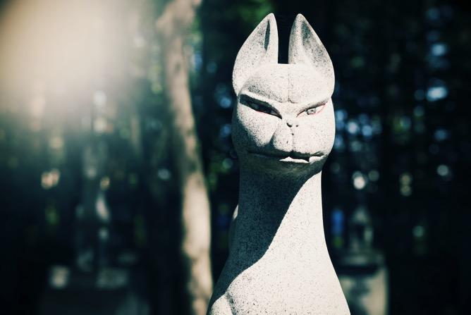 キツネ石像