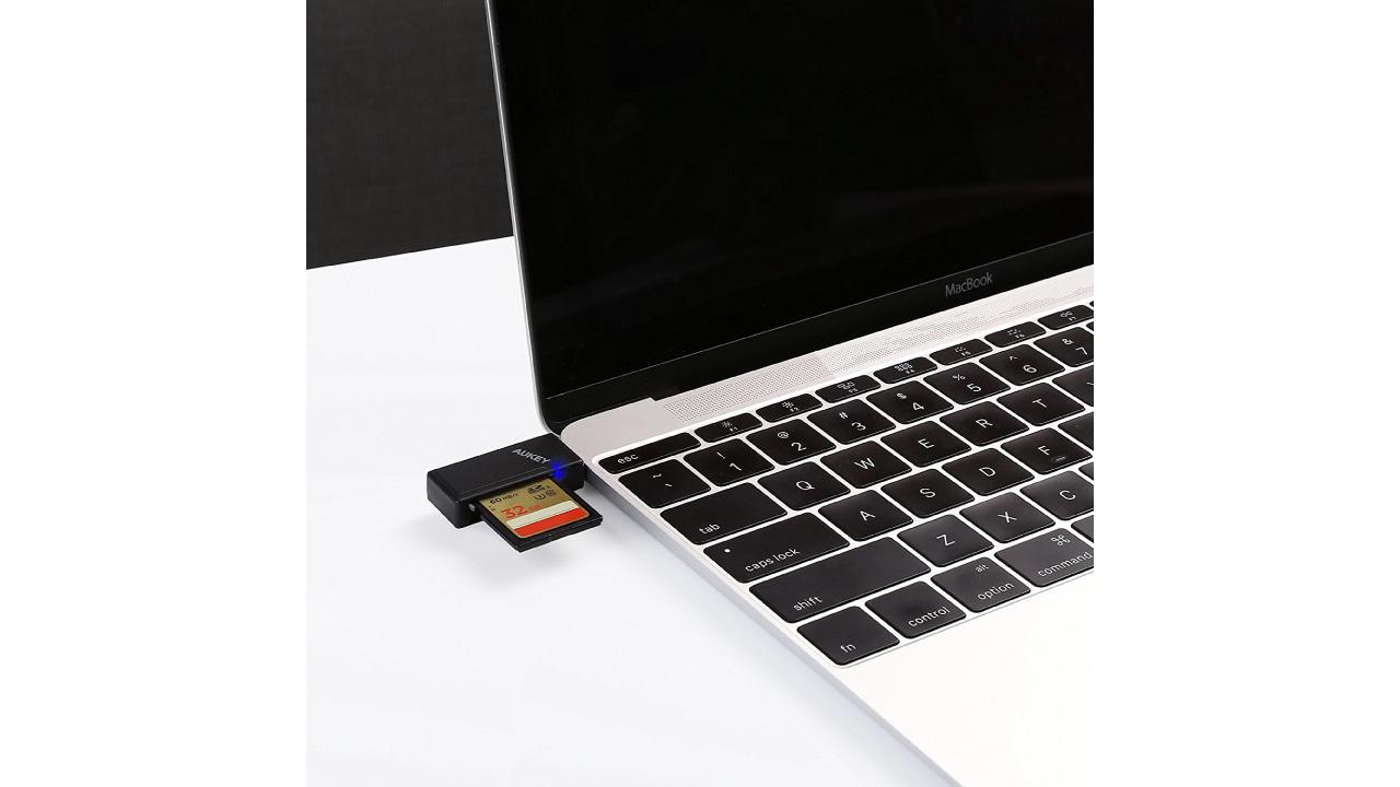 AUKEY USB C カードリーダー