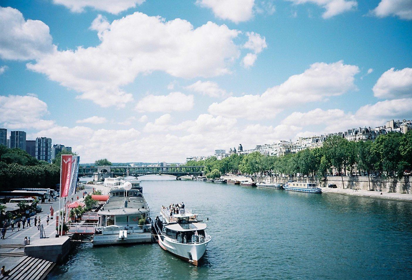 パリ フィルムカメラ