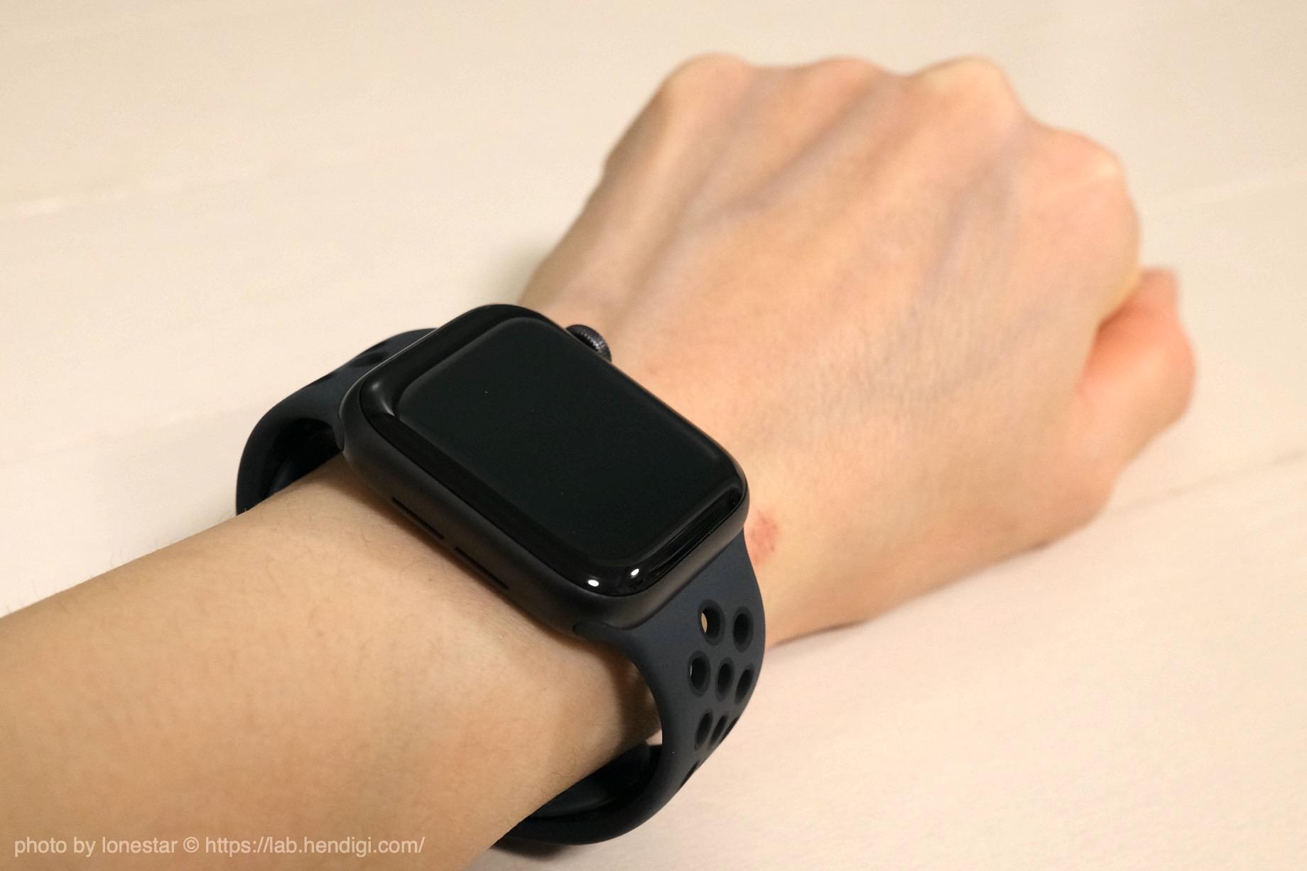 Apple Watch Nike SE 女性